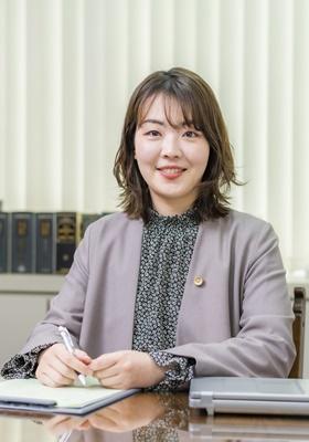 秀嶋法律事務所 代表川原 千紘(かわはら ちひろ)